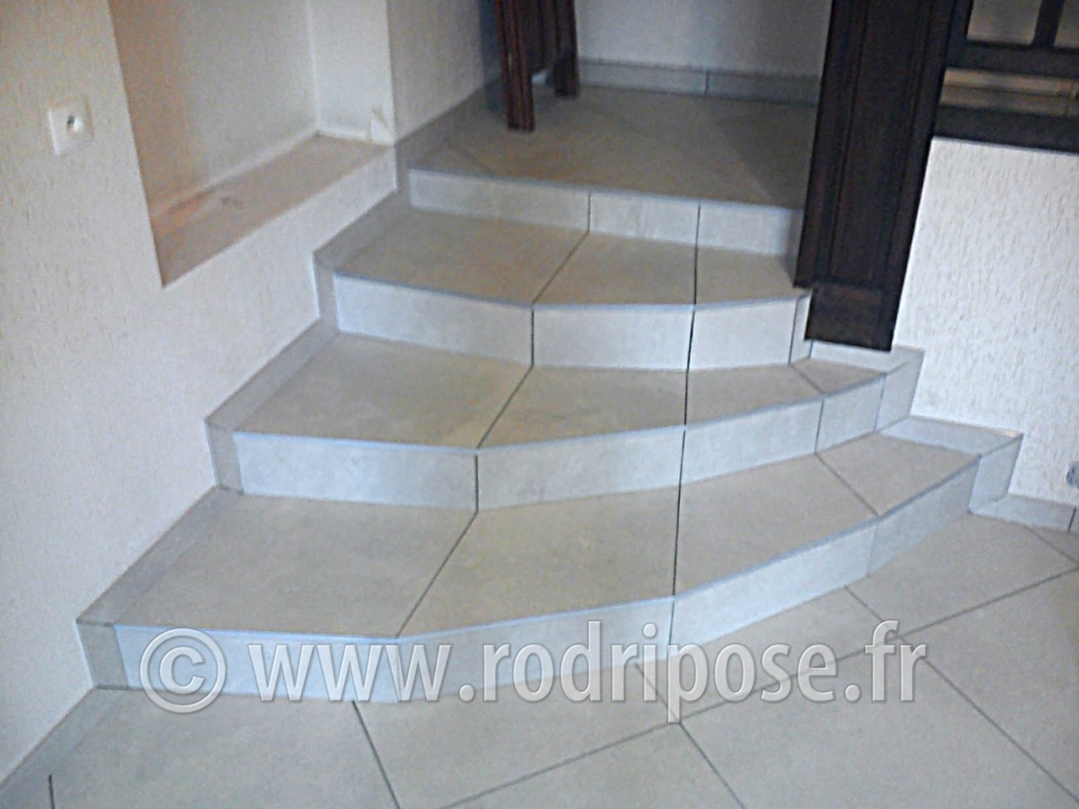 Carrelage sur escalier carrelage escaliers with carrelage for Carrelage pour escalier